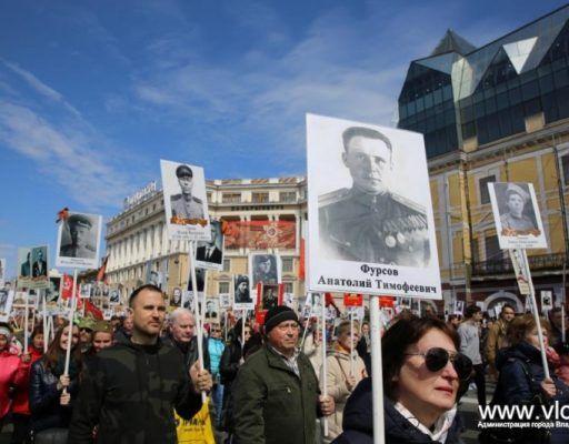 В колонне «Бессмертного полка» во Владивостоке прошли более 35 тысяч человек
