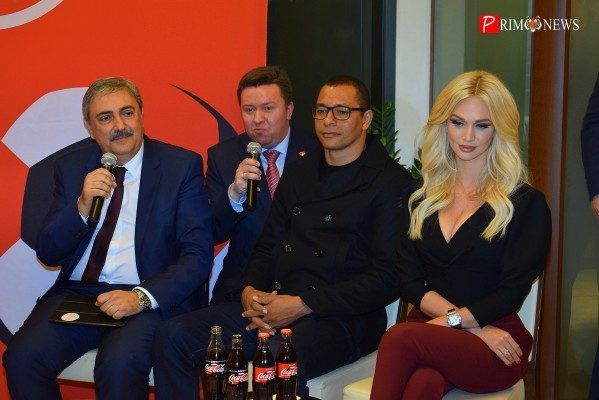 Кубок чемпионата мира по футболу FIFA прибыл во Владивосток