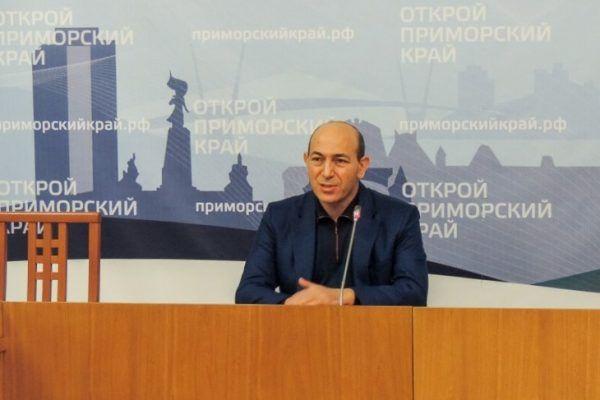 Ушли в отставку врио вице-губернатора Приморья Гагик Захарян и уполномоченный по правам ребёнка Анна Личковаха
