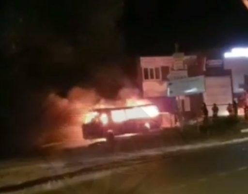 В пригороде Владивостока сгорел автобус