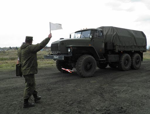 В Приморье «Урал» с вооружёнными морпехами выехал в кювет