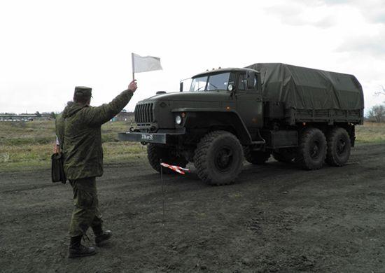 Во Владивостоке армейский грузовик «Урал» врезался в легковушку