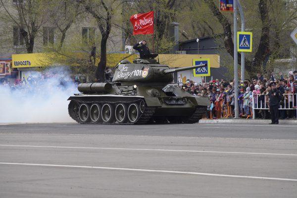 Участником парада Победы в Уссурийске стал восстановленный танк Т-34-85