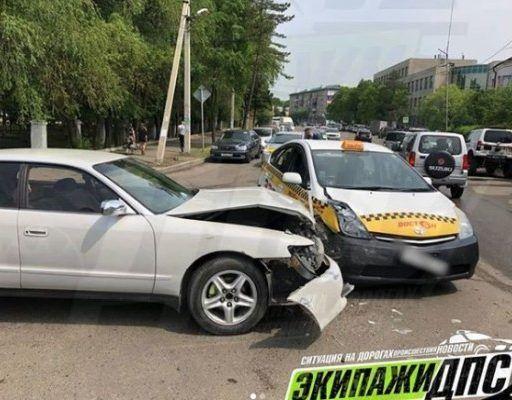 Серьёзное ДТП: В Приморье Toyota Chaser врезался в такси