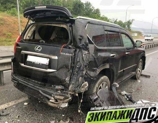 В Приморье грузовик «влетел» в дорогой Lexus и превратил его в металлолом