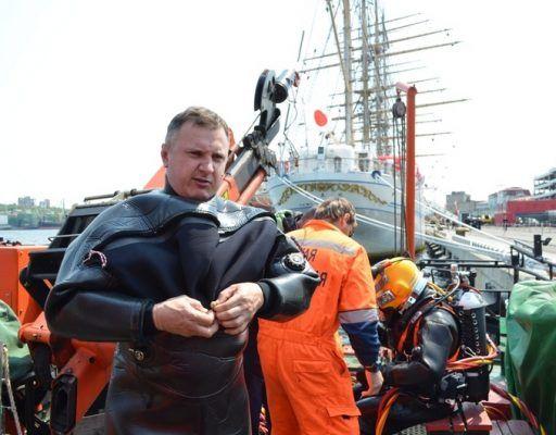 Японский парусник KAIWO MARU при заходе во Владивосток намотал на винт рыболовную сеть