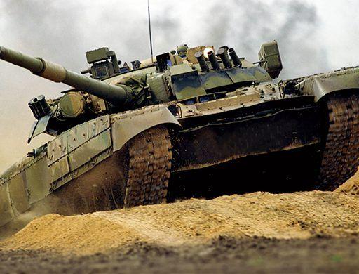 Танк Т-72 завалился в кювет в Приморье