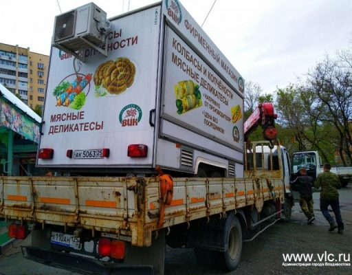 Во Владивостоке на улицах Адмирала Фокина и Семёновской обнаружились очередные сомнительные киоски