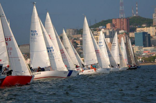 Яхты «Камертон» и «Кино» выиграли третий этап Кубка Владивостока по парусному спорту