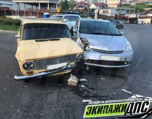 Мэр Владивостока призвал автомобилистов убирать авто с проезжей части сразу после ДТП