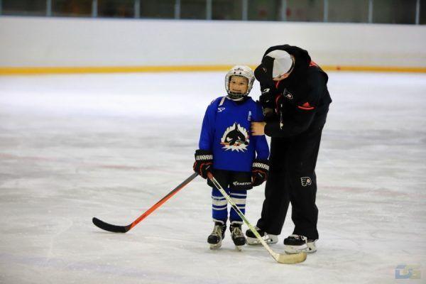 Юные хоккеисты Владивостока занимались с тренером клуба НХЛ «Филадельфия Флайерз»