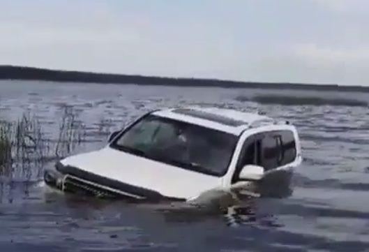 В Приморье загадочным образом утопили автомобиль