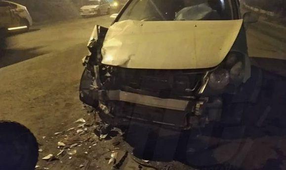 Трактор уничтожил щётками переднюю часть легковушки во Владивостоке