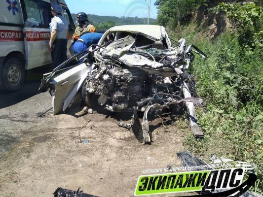 Ужасное ДТП: во Владивостоке водителя зажало в машине