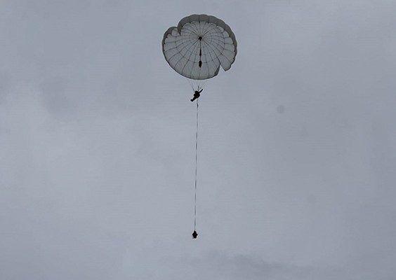 Первые в своей жизни прыжки с парашютом выполнили курсанты Дальневосточного ВОКУ в Приморье