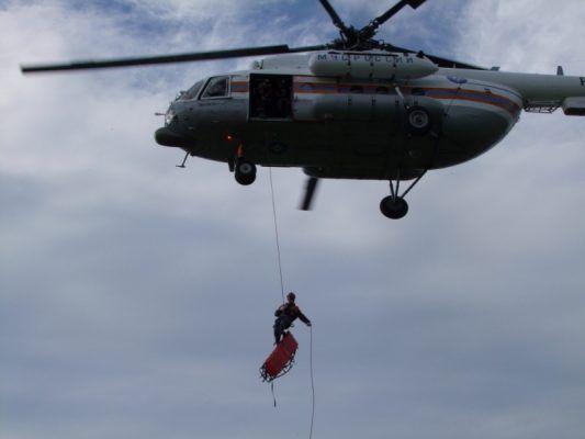 В Приморье спасатели отработали навыки беспарашютного десантирования