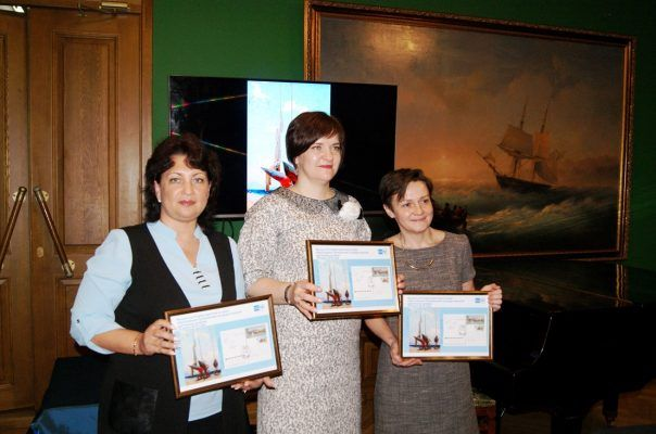 Эксклюзивную открытку ко дню образования Приморской государственной картинной галереи представила Почта России