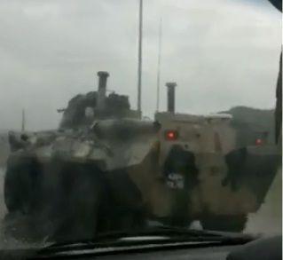 Бронетранспортёры на трассе удивили автомобилистов в Приморье
