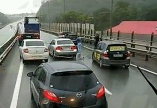 Сразу пять автомобилей собрало массовое ДТП во Владивостоке