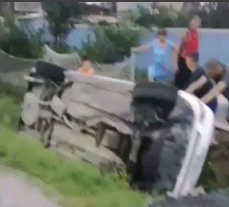 Иномарка завалилась на крышу в кювет в Приморье