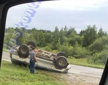 В результате страшного ДТП в Приморье перевернулся автомобиль