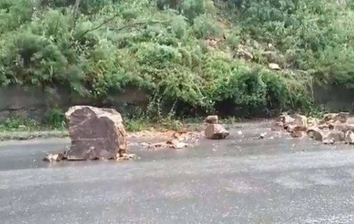 Огромные камни падают на проезжую часть во Владивостоке — очевидцы