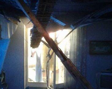 Крыша и потолок рухнули в квартире во Владивостоке