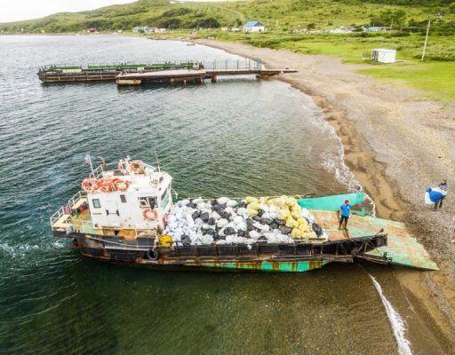 С острова Рейнеке волонтёры вывезли 725 мешков мусора