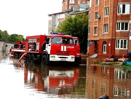 В микрорайоне «Семь ветров» в Уссурийске спасатели начали укреплять берега реки