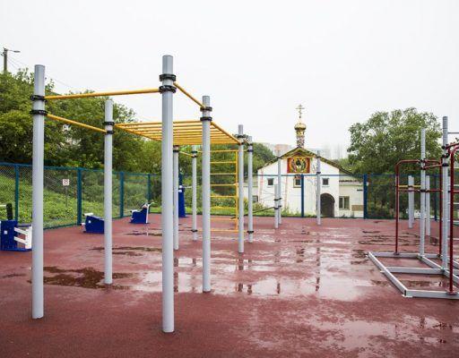Подкачать пресс, бицепс и трицепс теперь можно на новой спортплощадке во Владивостоке