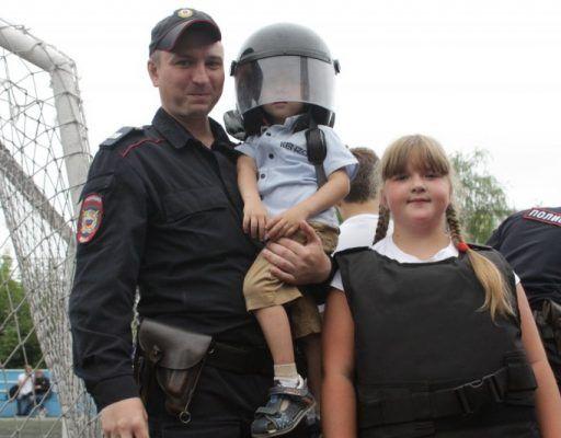 Полицейские и организовали для детей спортивный праздник в Приморье