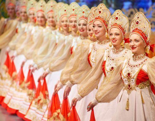 Во Владивостоке девушки стали фотографироваться с туристами за деньги