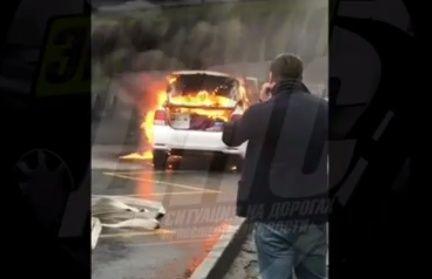 Автомобиль сгорел на дороге в центре Владивостока