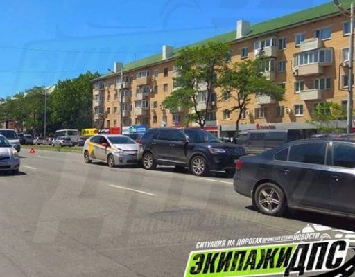 Во Владивостоке Prius врезался в дорогостоящий Ford