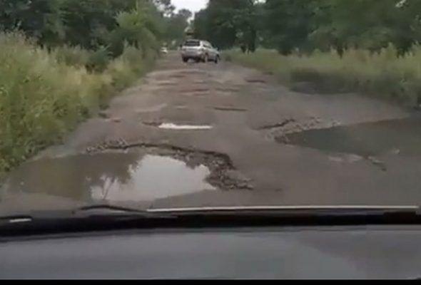 На «убитые» дороги пожаловался житель села в Приморье