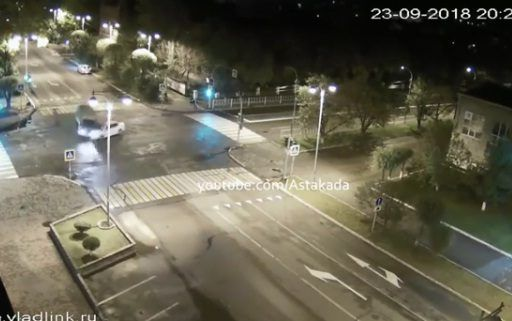 Седан мощнейшим ударом опрокинул грузовик набок в Приморье