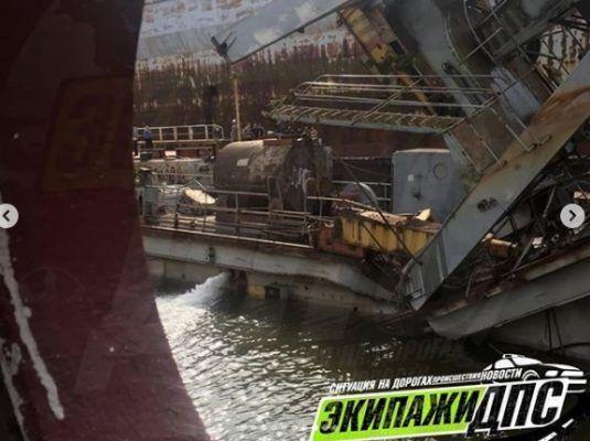 В результате жуткой аварии на судоремонтном заводе в Приморье пострадала крановщица