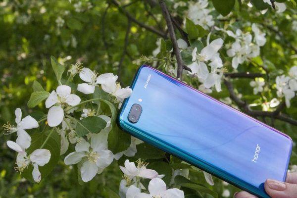 Приморцам понравились синие смартфоны