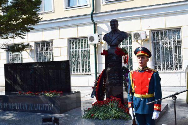 В Уссурийске открыли памятник генерал-лейтенанту Валерию Асапову, погибшему в Сирии