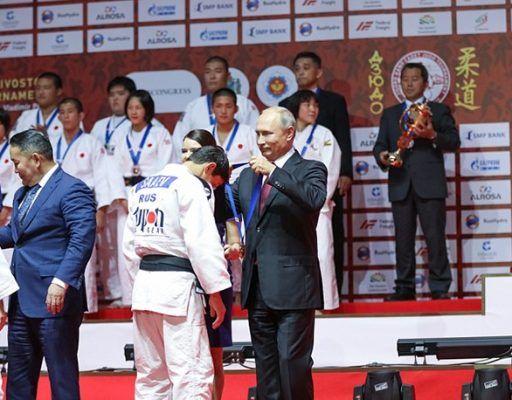 Владимир Путин вручил награды сборной России на Международном турнире по дзюдо в Приморье