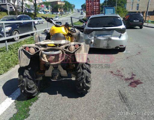 Квадроцикл протаранил авто во Владивостоке