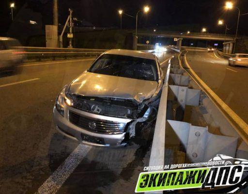 В Приморском крае Nissan Skyline «размотало» о леера