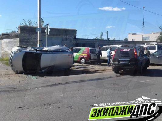 В Приморье автомобиль завалился набок после жёсткого ДТП