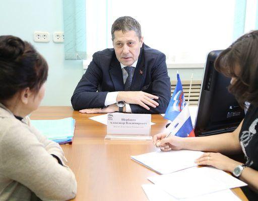 Законодательное собрание Приморского края пополнили Александр Щербаков и Юлия Марченко