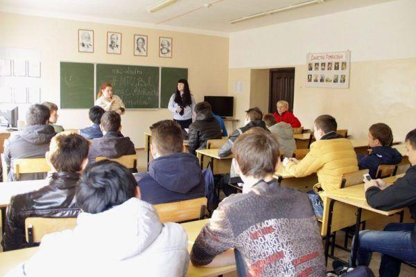 Во Владивостоке из-за чёрного пакета ФСБ эвакуировали учеников из школы №68