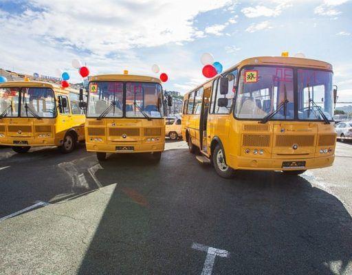 Глава Приморья вручил ключи от новых автобусов школам Приморья