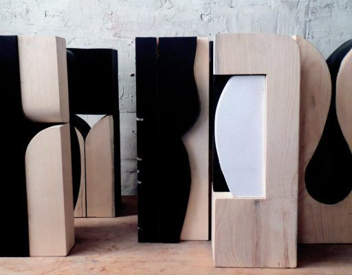 Во Владивостоке открылась выставка Олега Батухтина «Дерево. Диалог с материалом»