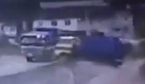 «Оба водителя просто асы»: в Приморье чудом не столкнулись два грузовика