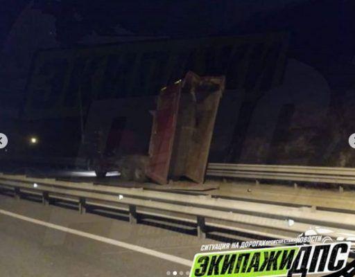 Шокирующее ДТП: самосвал снёс виадук во Владивостоке