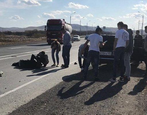 В Приморье на трассе сбили человека